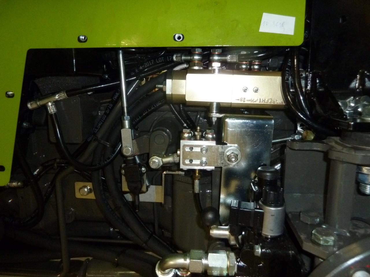 distributore-tipo-ma-be-fh1-m-collegato-con-la-valvola-di-frenatura-idraulica-rimorchio-tipo-ma-fhy-con-la-regolazione-della-frenata.jpg