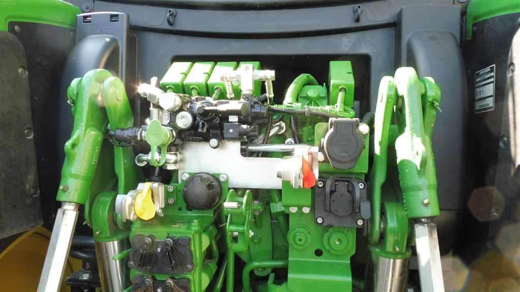 john-deere-6130-r-mother-regulation-2.jpg
