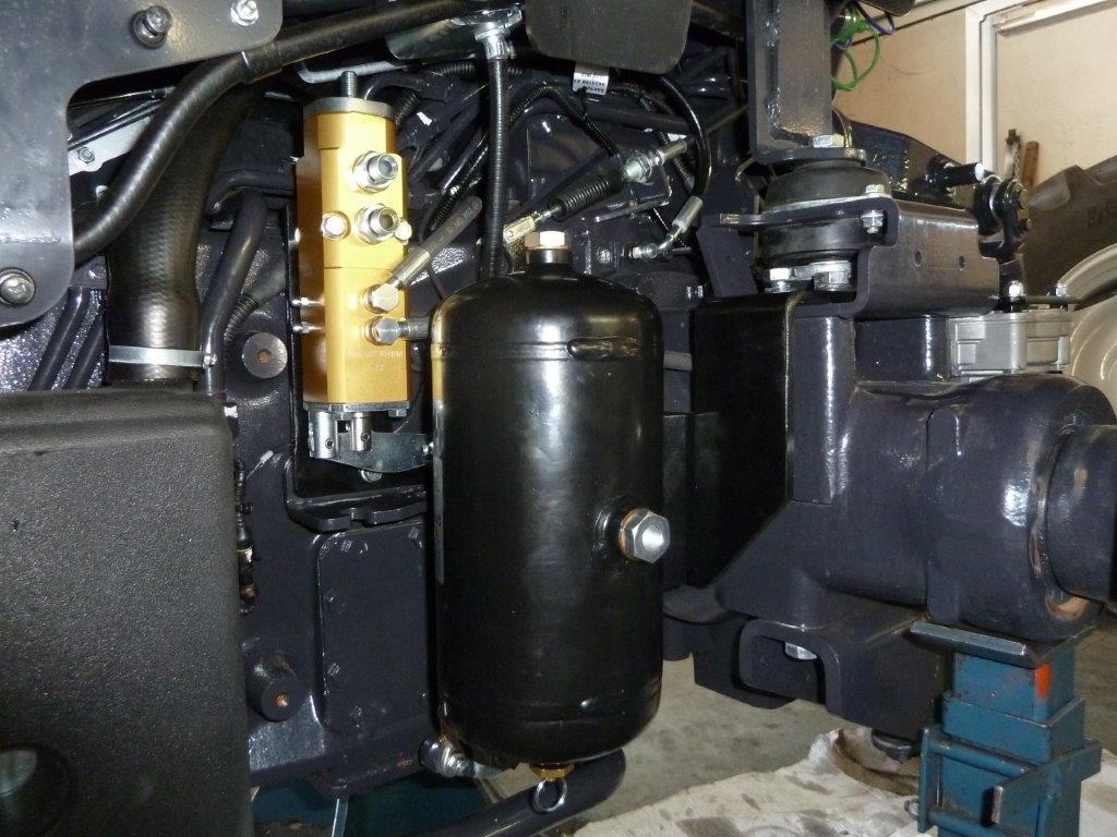 vista-dei-particolari-installati-su-landini-serie-4-frutteto-4.jpg