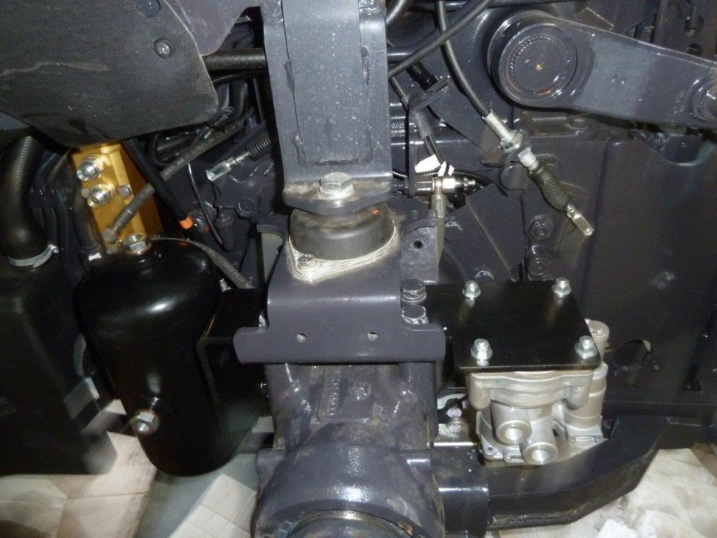 vista-dei-particolari-installati-su-landini-serie-4-frutteto-5.jpg